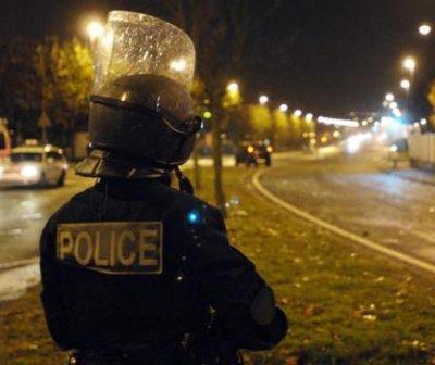 policier_casque-1059616-1208776624-34649