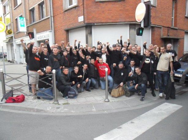 La Vlaams Huis avant le départ pour la manifestation fascistes du 8 mai à Paris