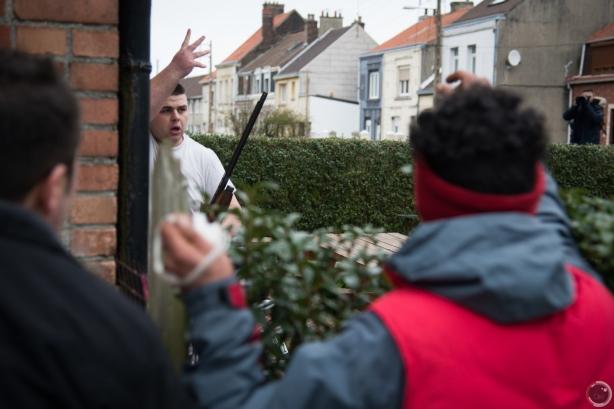 Calais : un homme au fusil